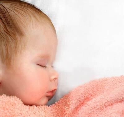 tre so sinh thieu ngu Trẻ sơ sinh thiếu ngủ dễ béo phì