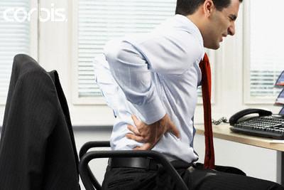 Đau lưng gây khó khăn trong sinh hoạt hàng ngày