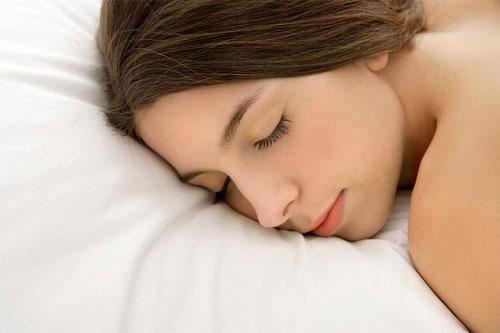 Những sai lầm trước khi đi ngủ ảnh hưởng đến nhan sắc của bạn