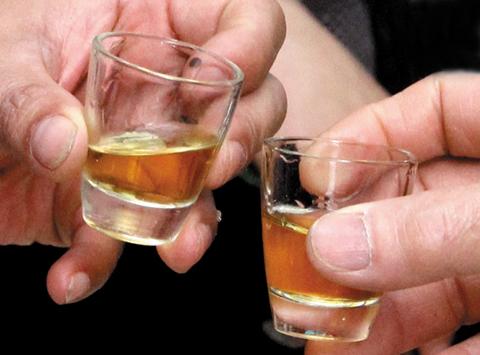 Nguy cơ bệnh gan ở người uống rượu nhiều